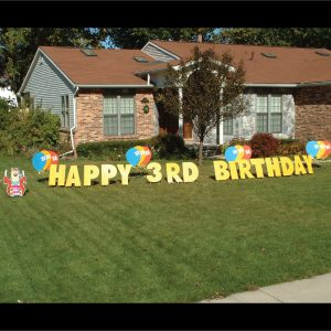 bear_balloons_yard_greetings_lawn_signs_cards_happy_birthday_hoppy_over_hill