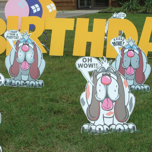 dogs2_yard_greetings_lawn_signs_cards_happy_birthday_hoppy_over_hill