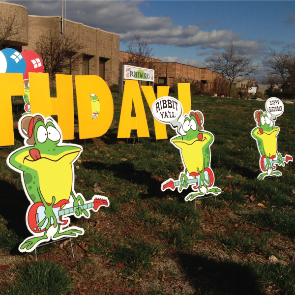 frog3_yard_greetings_lawn_signs_cards_happy_birthday_hoppy_over_hill