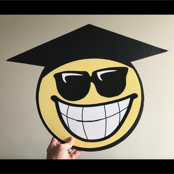gs4_graduation_smiley_face_emoji_yard_greetings_lawn_signs_cards_happy_birthday_hoppy_over_hill