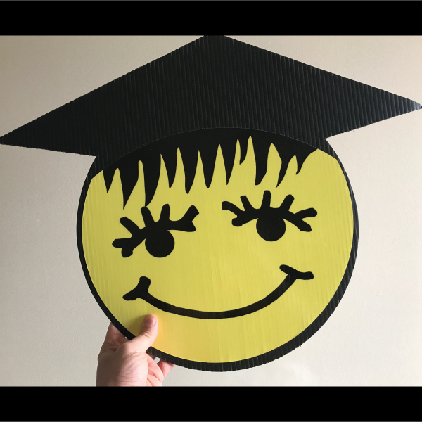 gs7_graduation_smiley_face_emoji_yard_greetings_lawn_signs_cards_happy_birthday_hoppy_over_hill