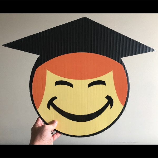 gs9_graduation_smiley_face_emoji_yard_greetings_lawn_signs_cards_happy_birthday_hoppy_over_hill