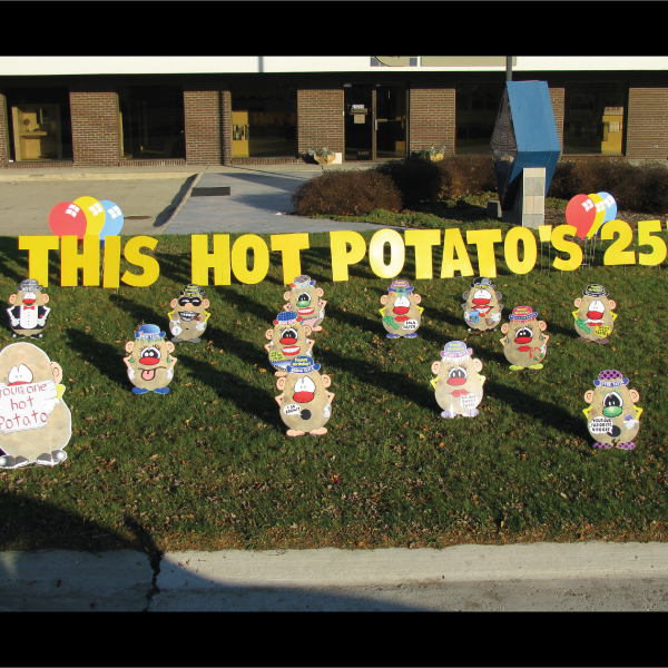 hot_potatos_yard_greetings_lawn_signs_cards_happy_birthday_hoppy_over_hill