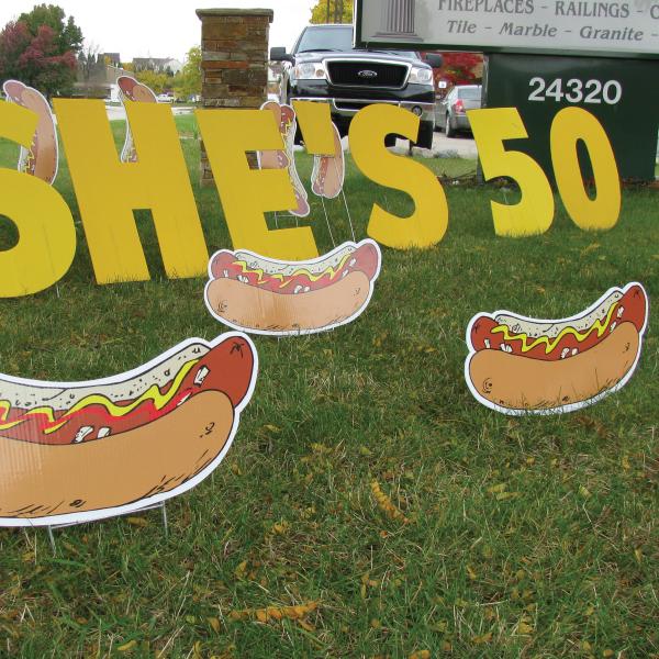 hotdogs3_yard_greetings_lawn_signs_cards_happy_birthday_hoppy_over_hill