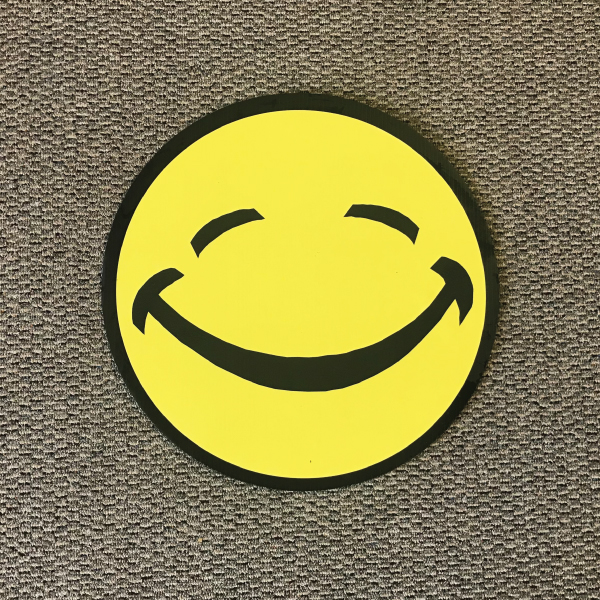smiley_face_sm10_yard_greetings_cards_lawn_signs_happy_birthday_over_hill_anniversary