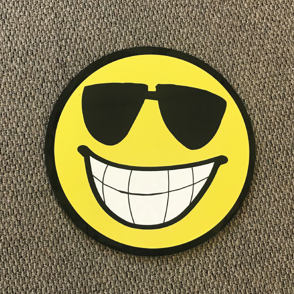 smiley_face_sm1_yard_greetings_cards_lawn_signs_happy_birthday_over_hill_anniversary