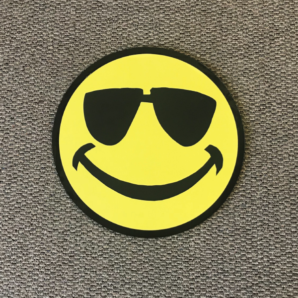 smiley_face_sm9_yard_greetings_cards_lawn_signs_happy_birthday_over_hill_anniversary