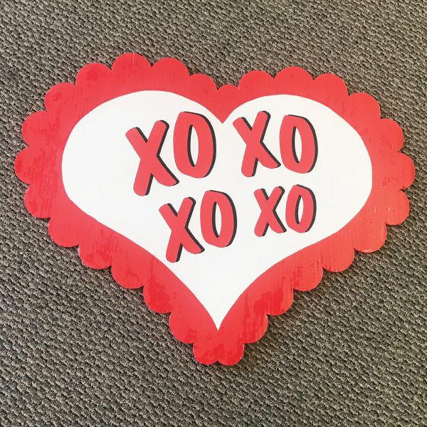 xo_xo_hearts_love_yard_greetings_cards_lawn_signs_happy_birthday_over_hill_anniversary