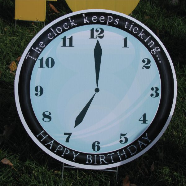 clock_10_yard_greetings_lawn_signs_cards_happy_birthday_hoppy_over_hill