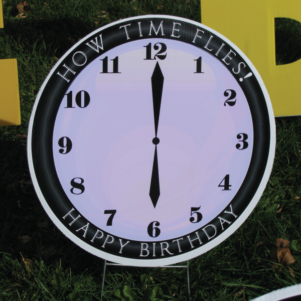 clock_5_yard_greetings_lawn_signs_cards_happy_birthday_hoppy_over_hill