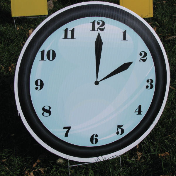clock_6_yard_greetings_lawn_signs_cards_happy_birthday_hoppy_over_hill