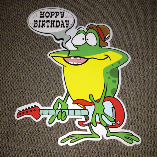 frog_left_hoppy_birthday_yard_greetings_lawn_signs_cards_happy_over_hill