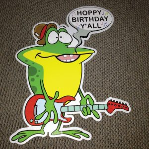 frog_right_yall_hoppy_birthday_yard_greetings_lawn_signs_cards_happy_over_hill